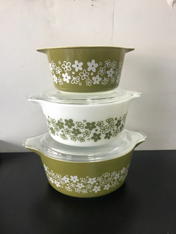 Pyrex casserole dishes green and white