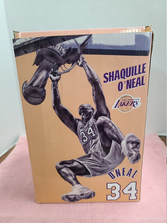 Shaquille O'Neal statue MIB