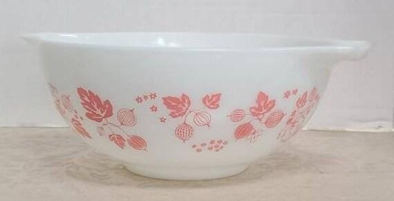 Pyrex Pink Gooseberry mixing bowl #443