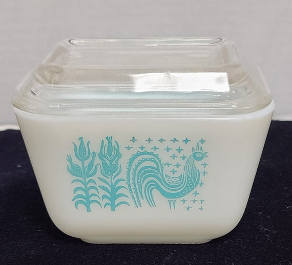 Pyrex Amish Butter print refrigerator dish and lid