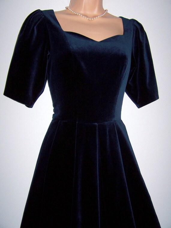 Laura Ashley Vintage Midnight Luxurious Velvet Med