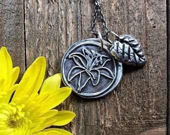 Lilly Pendant