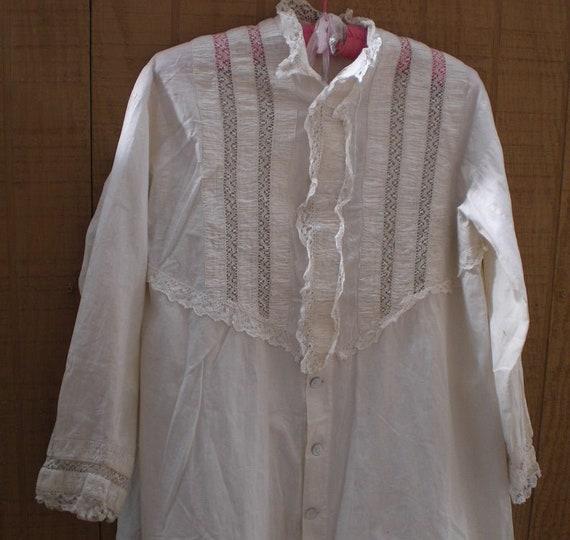 Late 1800's vintage Victorian Peignoir Robe. Antiq