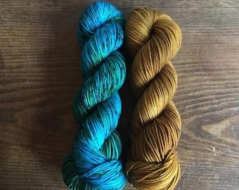 WILLOW MOON kit - Turquoise/Topaz; 4 skeins DK