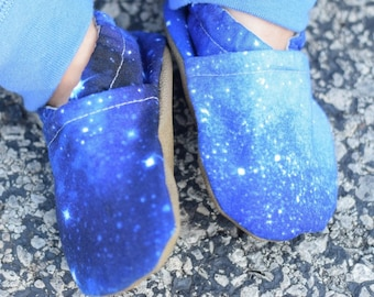 Stellar Baby Shoes // Navy Blue Black Baby Boy Shoe, Stars Outer Space Galaxy Science Eclipse, Baby Girl Slipper, Baby Boy Moccasin, Neutral
