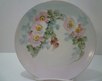 VINTAGE PLATE. COTTAGE Roses. Vintage Home Decor. 1940's. Vintage Decorator Plate. Serving Plate. Wall Decor. Cottage Chic