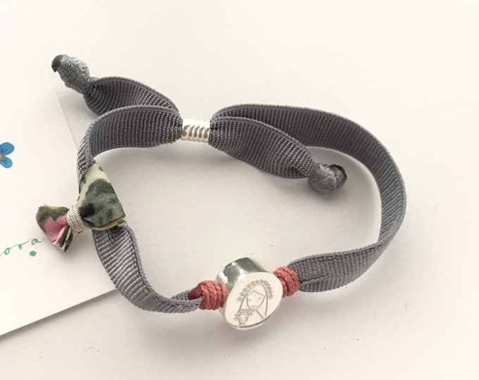 Stretch bracelet with Child Virgin Mary medal for girls