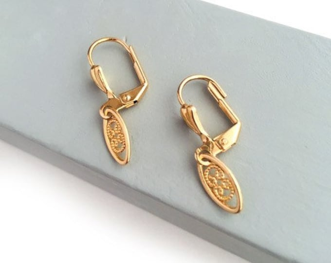 SARE Vintage Style earrings.
