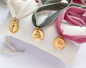 Miraculous Medal for bouquet with silk strand/gold plated Sterling silver/made in Spain