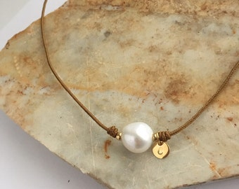 Cord necklace with a pearl/personalized disc/ANNE.
