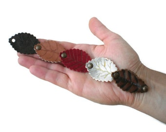 Leather Leaf Bracelet, Bohemian Bracelet, Boho Chic, Leather Cuff, Gift Ideas, leathet accessory, leather leaves