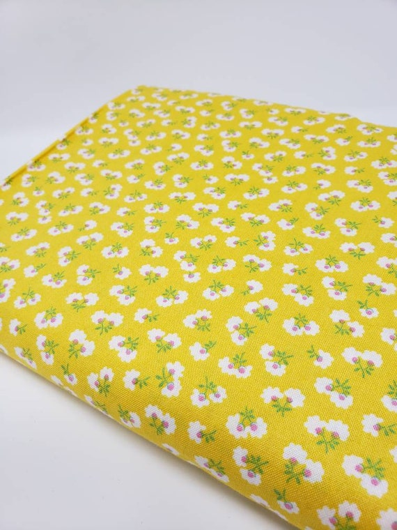 White Widflowers on Yellow With Green Stems , Toy Chest Florals From Washington Street Studio's For P&B Textiles, Fabric By The Yard 0413y