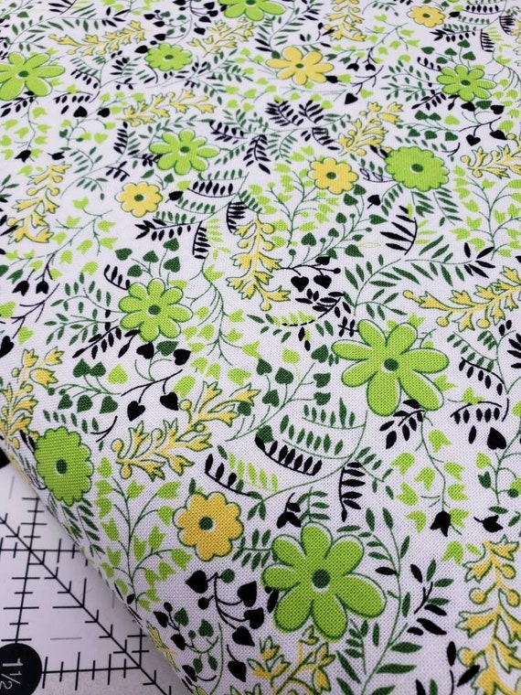 Green Yellow Flowers on White Background, Feedsack Reproductions by Sara Morgan, Washington Street Studio Quilt Fabric by the Yard 643g