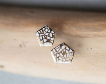 Quilca, porcelain and gold earrings, glazed. Porcelain jewelry