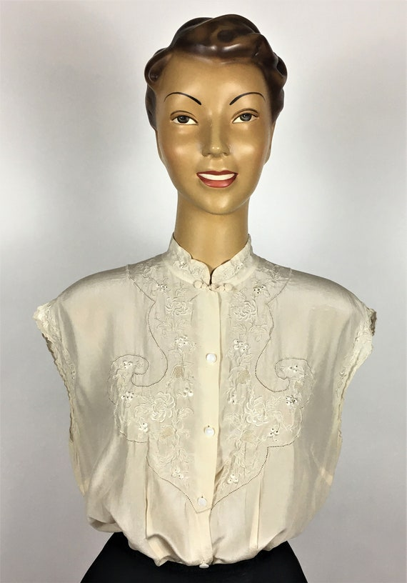 1940's/ 50's SILK EMBROIDERED BLOUSE - image 2