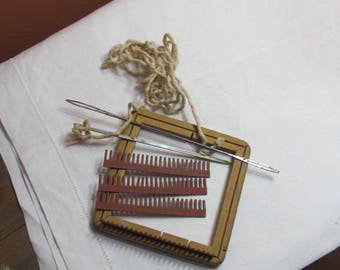 Jiffy Loom; wooden loom with needles and adjustable bar; early plastic yarn separators;1940's