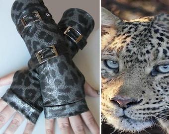 Stelmaria Snow Leopard Belted Gloves