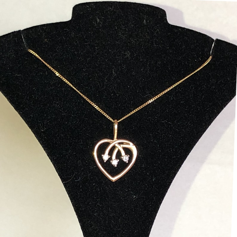 10K Gold Heart Necklace 3 Diamond Point Arrows