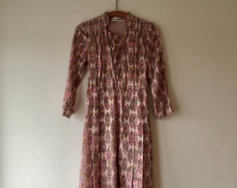 1960s pink, purple and beige Japanese jacquard shirtdress.// Fits a size xs - s