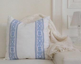 800576b3e26a Vintage Decorative Pillows