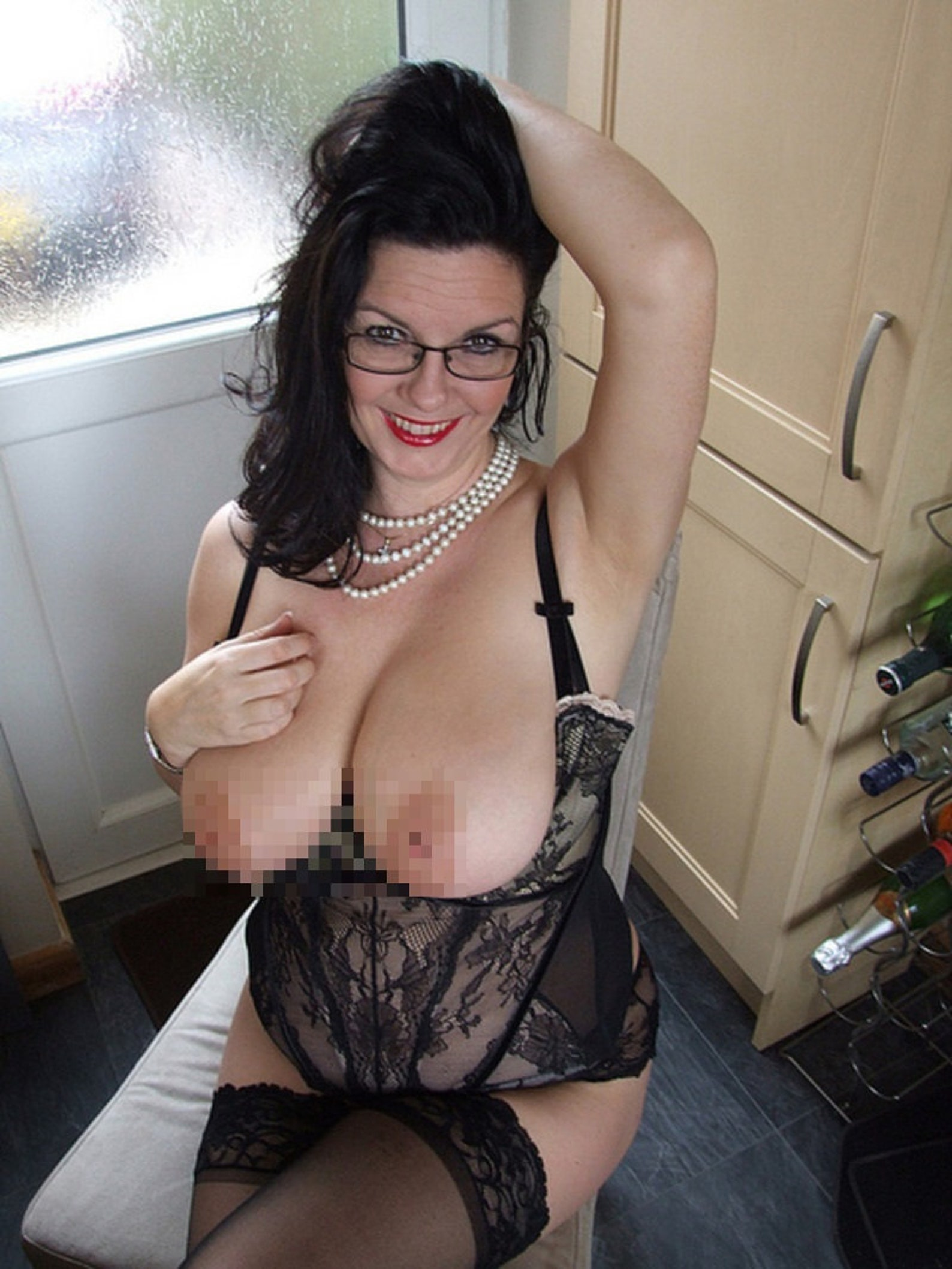Huge Tits Housewife Galleries With Naked Big Boobs