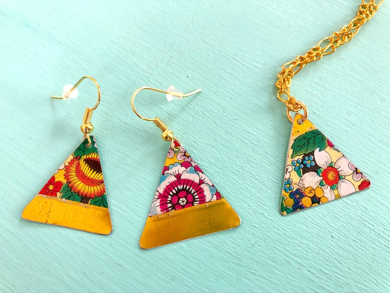 upcycling jewelry tinjewelry earrings and necklace of tea can Set earrings with flowers upcycling vintage