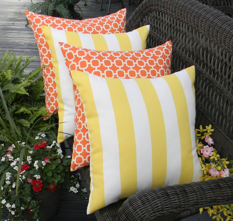 SET OF 4 BLACK WHITE HOCKLEY /& YELLOW DECORATIVE IN//OUTDOOR THROW PILLOWS