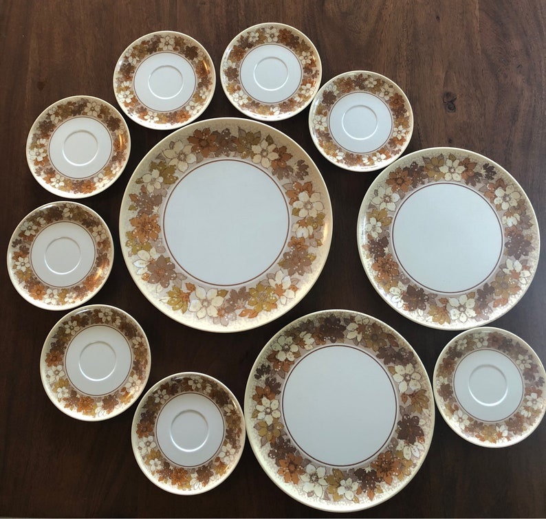 11 Pieces of Vintage Lenox Ware Melmac Melamine Floral Yellow /& Brown Daisy Platter Plates Saucers