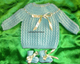 A soft green lovely linen, bra & slippers from 1- 3 mounths baby ,handmade in France ,30  colors and size up to 6 mounths
