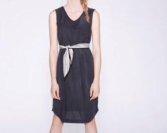 LÉONOR - robe droite sans manches avec ceinture ligné pour femmes - gris charbon