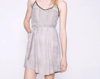 SIMONE - robe évasée à bretelles avec ceinturon pour femmes - gris stone