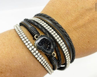 Double wrap leather bracelet with magnetic closure