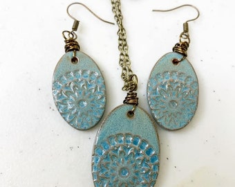 Wire wrapped ceramic set on nickel free vintage bronze color chain