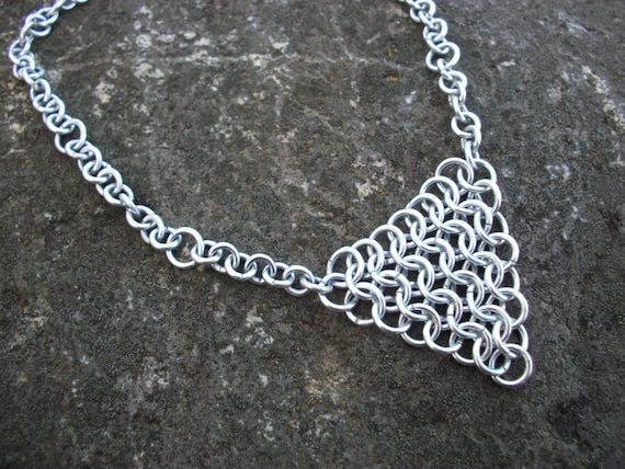 Triangle Chainmail Choker