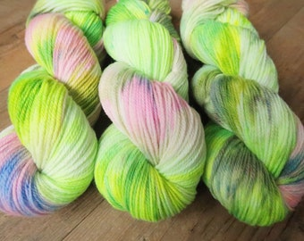 Spring Garden ~Polwarth DK~ non-sw Polwarth wool DK-weight pink and green speckled hand yarn,100g 3.5Oz