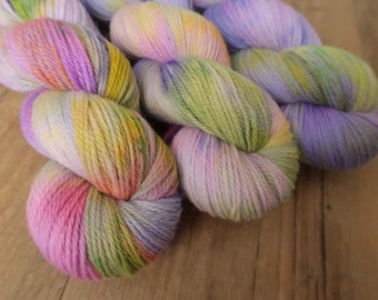 Berry Picking ~Polwarth DK~ non-sw Polwarth wool DK-weight purple, pink and green speckled hand yarn,100g 3.5Oz