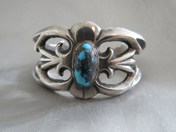 Beauty 1970s Sterling Silver Navajo Cuff w Blue Nevada Turquoise