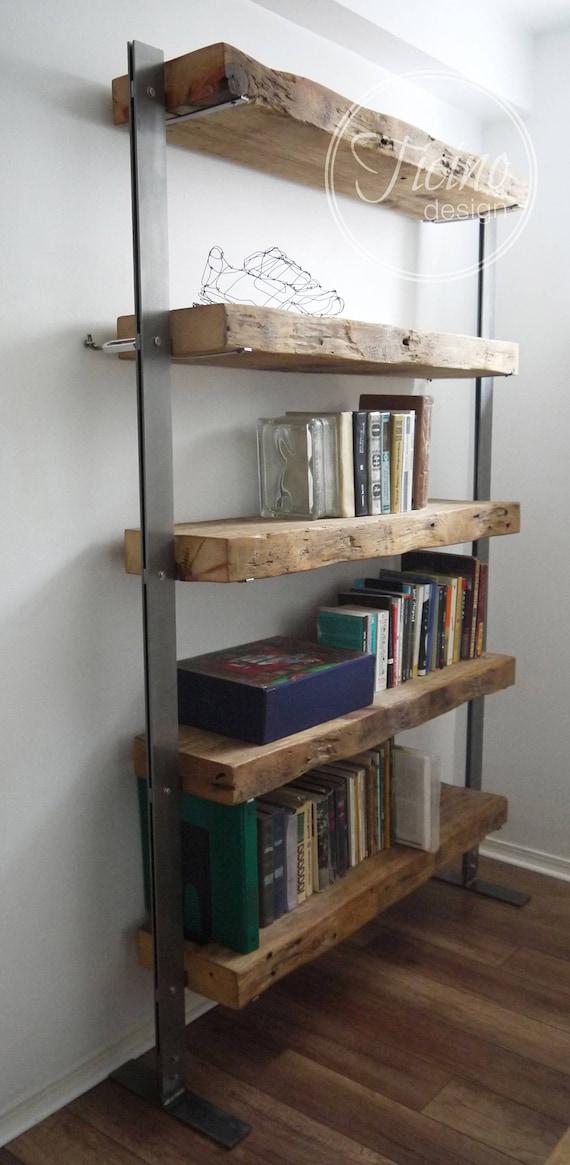 Altholz-Holz-Bücherregal. Holz und Metall Regale. Industrielle