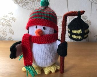 handgestrickter  Pullover  für Teddy Bär oder Puppe  türkis mit Pinguin Teddys