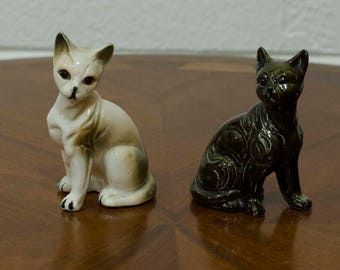 Small Mid Century White and Black Ceramic Cats Pair Set - Vintage Cat Decorations - Retro Atomic 50s Cats