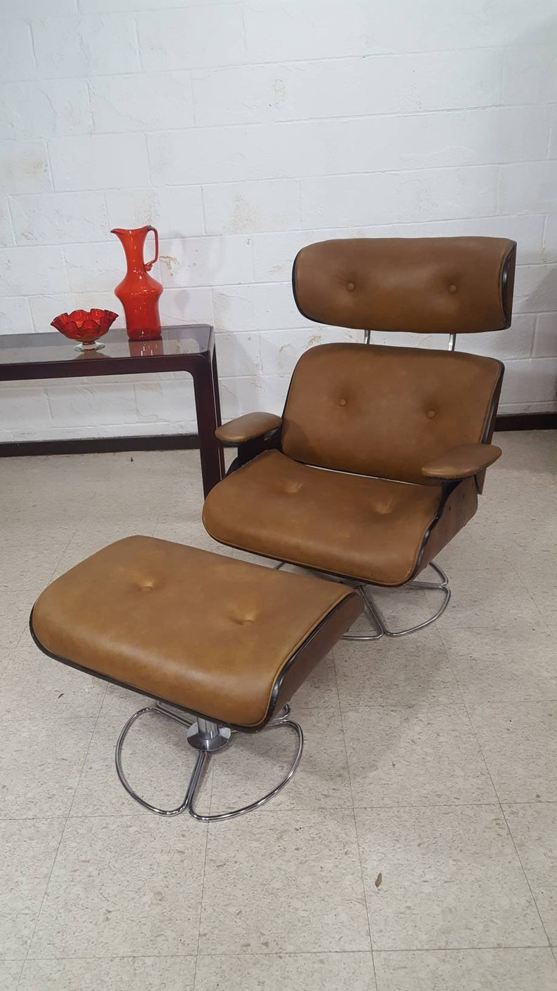 a7d36db4e492 Mid-century Modern Eames Style Lounge Chair   Ottoman by