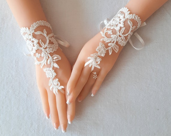 Bridal Glove, ivory, silver-embroidered lace gloves, Fingerless Gloves, bridal cuff, wedding bride, bridal gloves, ivory,  silvery
