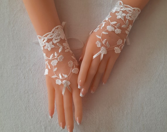 Gray or ivory, lace fingerless gloves, bridal gloves,  gloves for wedding, birdesmaid gift, gauntlets, guantes,  bridal accessory, tea party