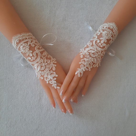 Ivory  Wedding gloves,  french lace gloves, bridal gloves, lace gloves, fingerless gloves, ivory gloves, bridal shower, prom, party,   231