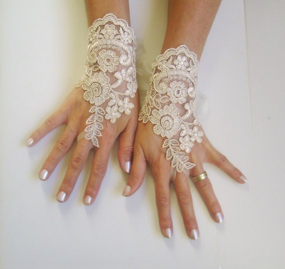 Soft beige  gloves  wedding bridal prom tea party bridesmaid gift french lace