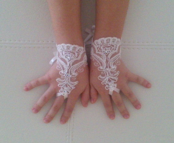 Flower girl ivory lace gloves wedding bridal gloves french lace for princess wedding gloves lace