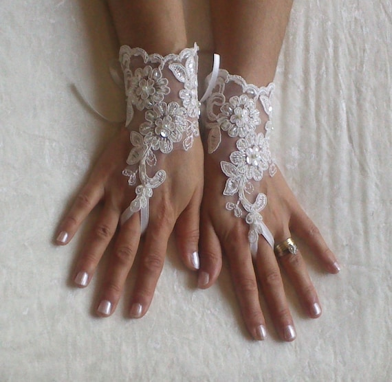 Ivory lace glove  bridal wedding fingerless  french lace gauntlets guantes floral beaded  rustic elegant