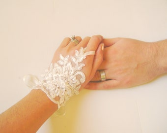Bridal Gloves, Wedding Gloves, Ivory Lace gloves, Fingerless Gloves, Ivory wedding, cuffs, wedding cuffs, bride, bridal gloves, Bridal cuffs