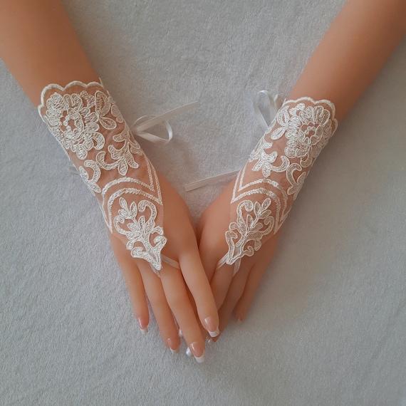 ivory Wedding Gloves, ivory lace gloves, Fingerless Glove, ivory wedding gown, UNIQUE Bridal glove, wedding bride, bridal gloves, victorian