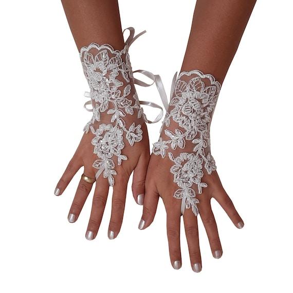 Beaded bridal glove, wrist cuff, wedding trend, lace gauntlet, guantes, bridal accessories, ivory gloves, wedding gloves